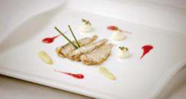 Sardiñas pescadeRías, ñoquis de queixo de cabra, salmorexo de remolacha e pistacho